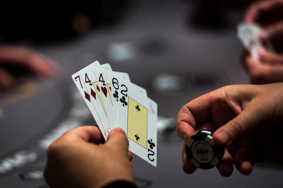 Waktu Yang Tepat Pakai Blocker Di Bandar Poker Online Terpercaya